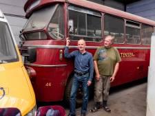 Komt deze rode bus uit de jaren 60 weer terug in Soest? Marnix en Rob gaan ervoor