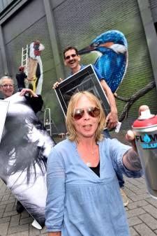 Kunst ligt op straat bij het Streetart Festival