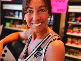 Boze klant stormt krantenwinkel binnen, maar… struikelt over drempel en laat wapen vallen
