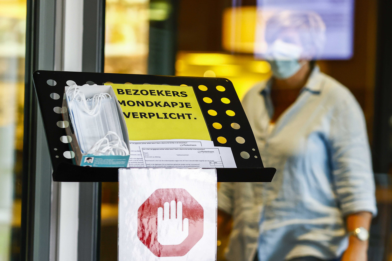 Bezoekers van de tien zorgcentra van Pantein in het Land van Cuijk en in Gennep moeten per direct verplicht een mondkapje dragen.