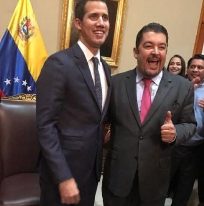 Roberto Marrero (r) naast oppositieleider en parlementsvoorzitter Juan Guaidó.