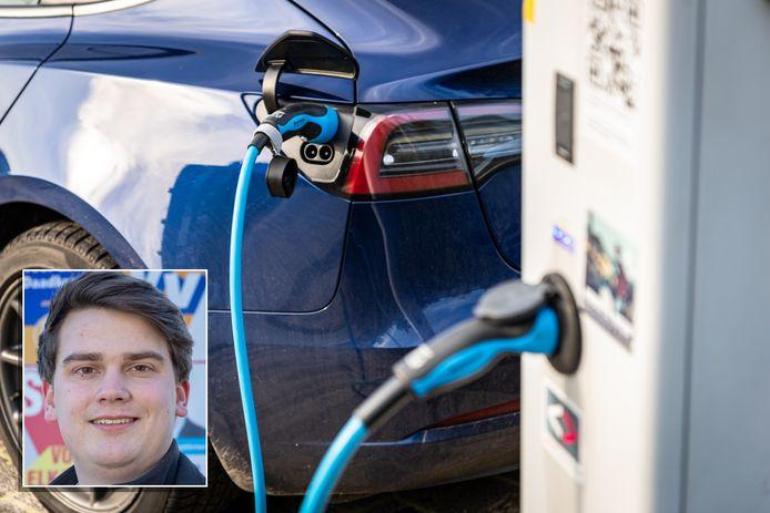 Nick van Egmond (D66) stoort zich aan ambtenaren die hun elektrische auto het hele weekend aan de laadpaal bij het gemeentehuis laten staan.