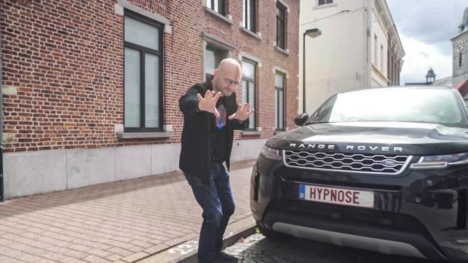 """Merchtemnaar legt Vlaanderen in 'Vanity Plates' uit wat hypnose is: """"Je kunt het brein misleiden zodat het een beeld als realiteit gaat beschouwen"""""""
