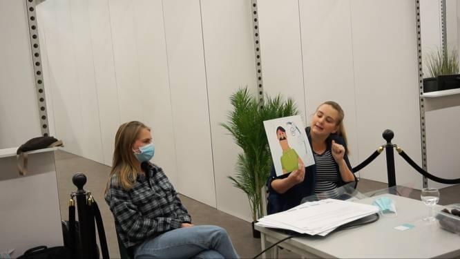 """Logo Dender en Eerstelijnszone Dender lanceren verteltassen: """"Kwetsbare doelgroepen beter informeren over vaccinatiecampagne"""""""