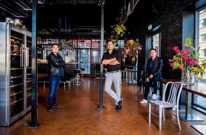 Benny Yang, Ivo Sechi en Richie Hu (vlnr) zijn ten einde raad. Ze krijgen geen overheidssteun en vrezen failliet te gaan.