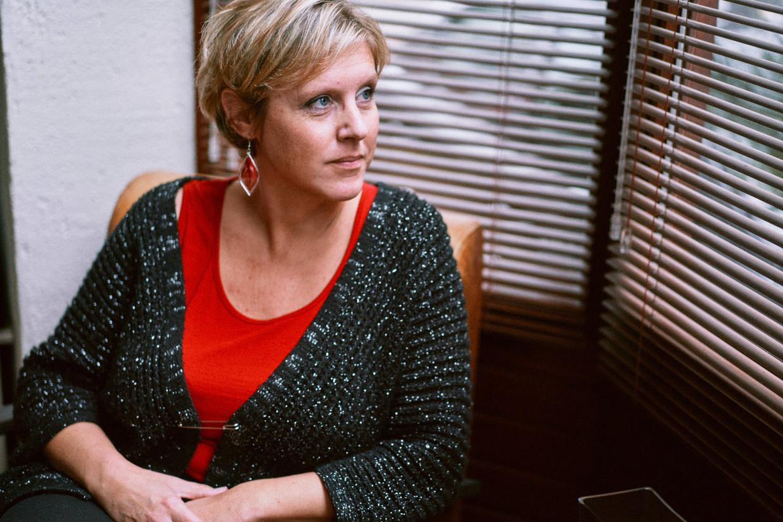 Nele Carpentier (43) verloor drie jaar geleden haar man aan suïcide. Beeld Thomas Sweertvaegher