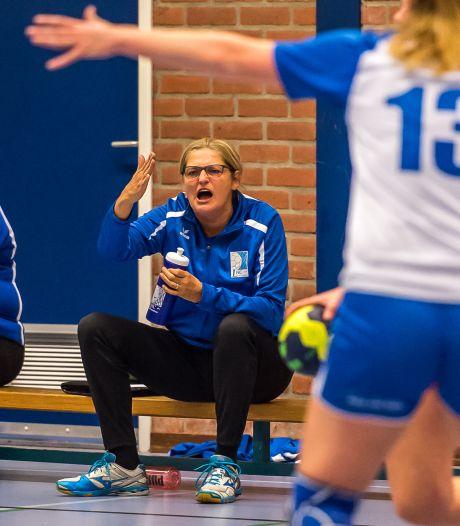 Natuurlijk gaat handbalcoach Linda IJsseldijk nog een jaartje door bij 'haar' LHC