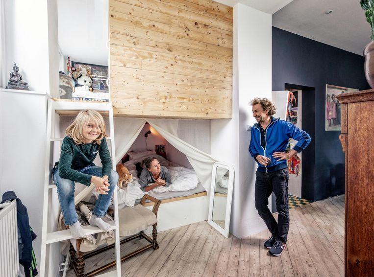 Jeanet Dragt (53), zelfstandig schilder/stoffeerder, Jorrit Boerman (43), theatertechnicus bij het Compagnietheater, Matti (9), groep 6 Beeld Martin Dijkstra
