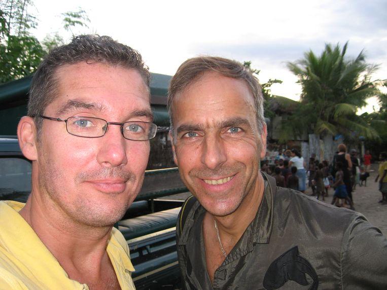 Bram de Graaf (l) en Gerard Wessel op pad met Cordaid/Memisa voor Margriet naar Papoea Nieuw Guinea in 2006. Beeld Privéfoto