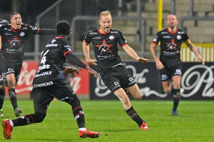 Deschacht viert zijn doelpunt op Eupen eind december. Zijn laatste als profvoetballer?