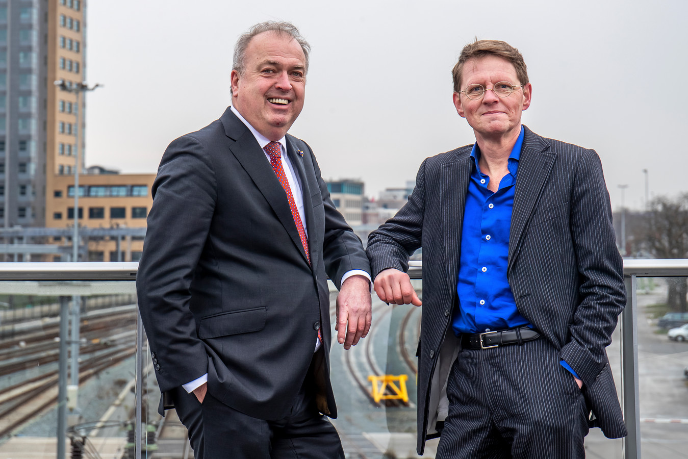 Peter van der Velden (links), voorzitter van de onafhankelijke onderzoekscommissie  en Ronald van der Graaf, projectleider chroom-6 RIVM.