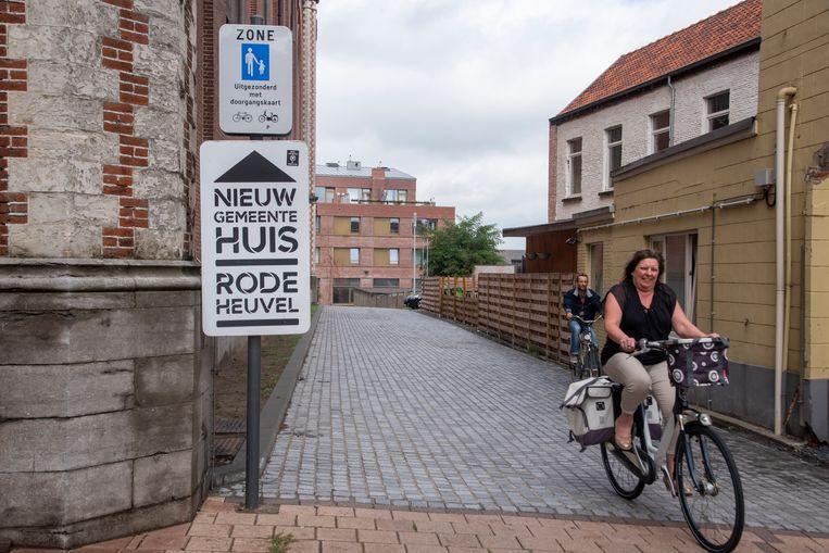 Rode Heuvel in Wetteren is voetgangers- en fietserszone. Buren klagen over overlast van bromfietsers.