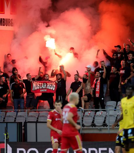 Des supporteurs d'un club bosnien incendient la voiture d'un arbitre de foot