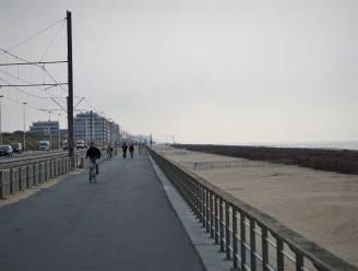 Daarom verdwijnt asfalt op zeedijk alweer en komen bekende gele tegels in de plaats