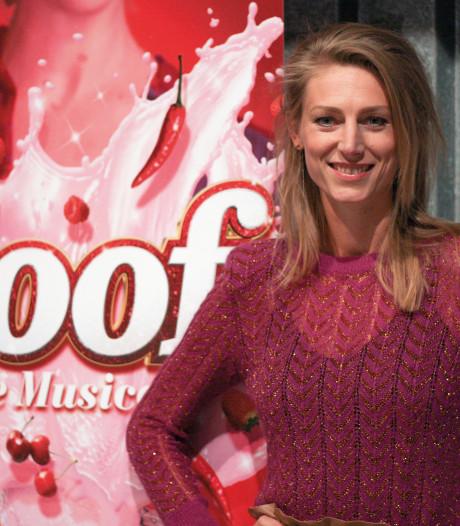 Volleybalster Manon Flier in musical Soof