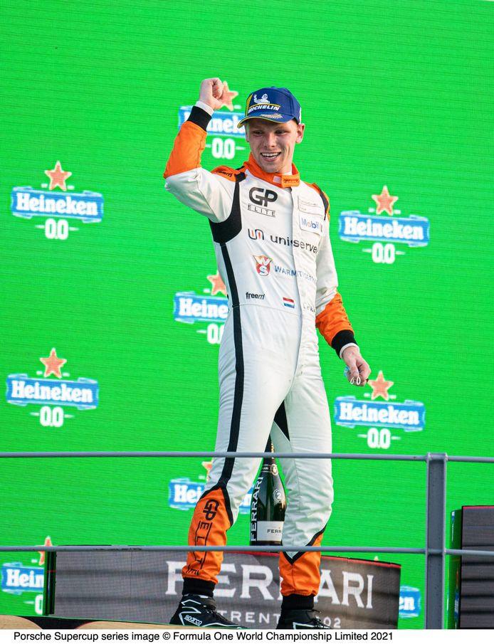 Larry ten Voorde prolongeerde zaterdag op Monza zijn titel in de Porsche Supercup. Zondag won hij de laatste race van het seizoen.