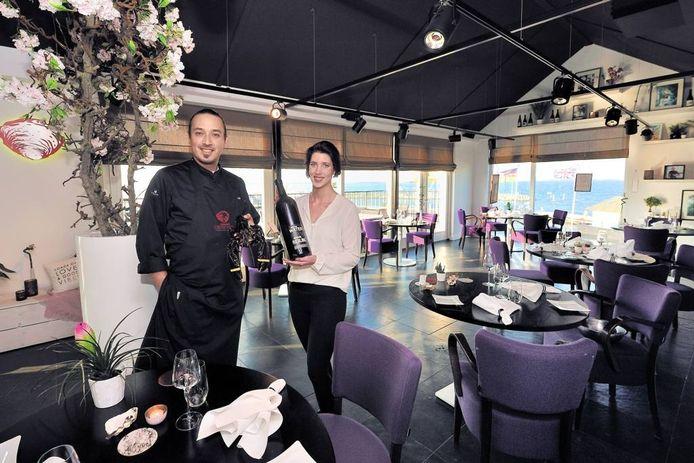 Chefkok Marco Verspeten en gastvrouw Fleur Verloo in hun restaurant Oester & Soja.