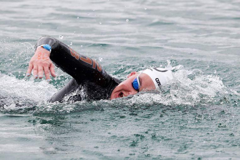 Sharon Van Rouwendaal tijdens de 10 kilometer op de Europees Kampioenschappen op het Lupameer bij Budapest. De Nederlandse marathonzwemster won haar tweede gouden medaille in twee dagen tijd. Beeld AFP