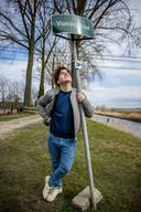 De straat waar Huyghe opgroeide, op enkele meters van de Nederlandse grens.