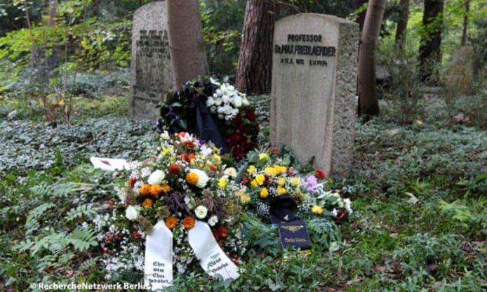 Neonazi Hafenmayer werd vrijdag begraven bij een joods graf.