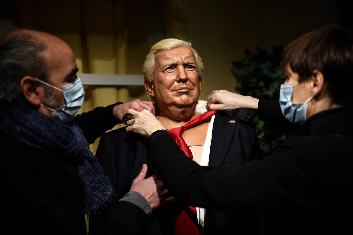 Het wassenbeeldenmuseum in Parijs verwijdert Donald Trump van het tableau met wereldleiders. De aanstaande ex-president krijgt een ander plekje.