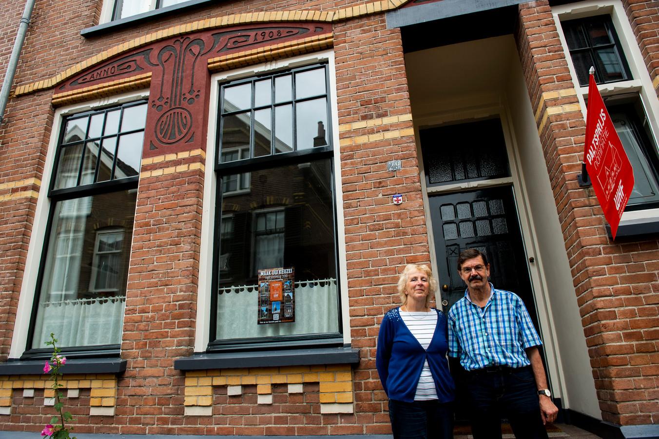 Marianne Poestkoke en Louis van Lieshout wonen in dit huis (bouwjaar 1908) dat ze met respect voor historie hebben verbouwd. Ze maken kans op het winnen van de Paltsprijs voor gerenoveerde panden.