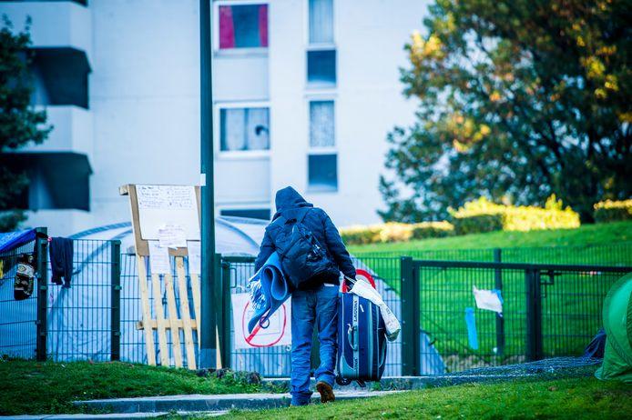 Een asielzoekers in het Brusselse Maximiliaanpark. Archieffoto.