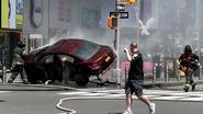 Schokkende beelden: camera's tonen moment waarop bestuurder met hoge snelheid inrijdt op menigte