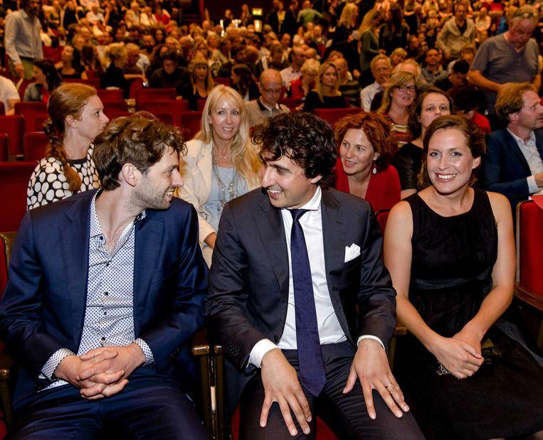 Regisseur Joey Boink met Jesse Klaver en zijn vrouw Jolein bij de vertoning van de documentaire 'Jesse' in Carré. Beeld ANP
