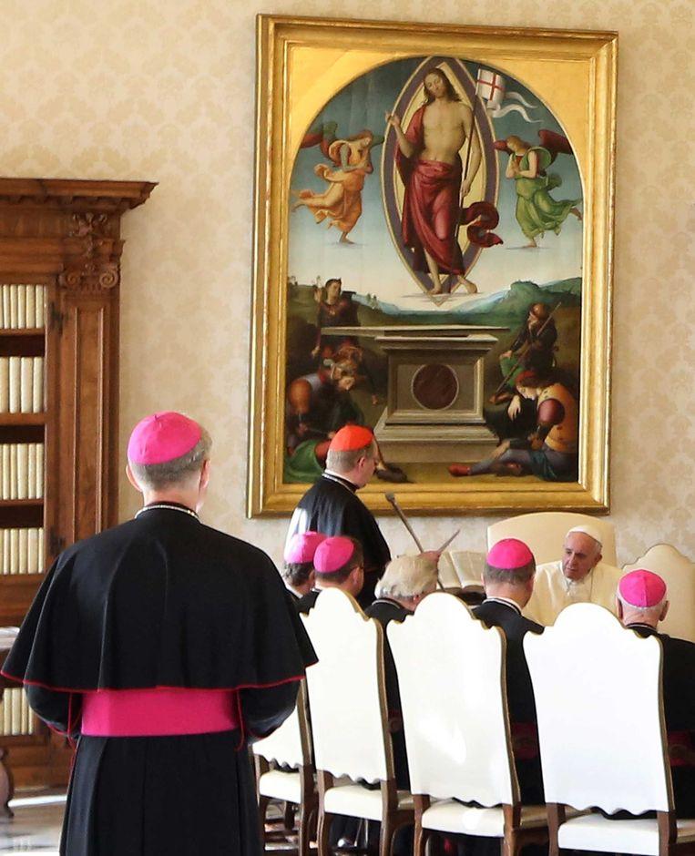 Kardinaal Eijk spreekt namens de Nederlandse bisschoppenconferentie in het pauselijk paleis van paus Francicus.  Beeld ANP