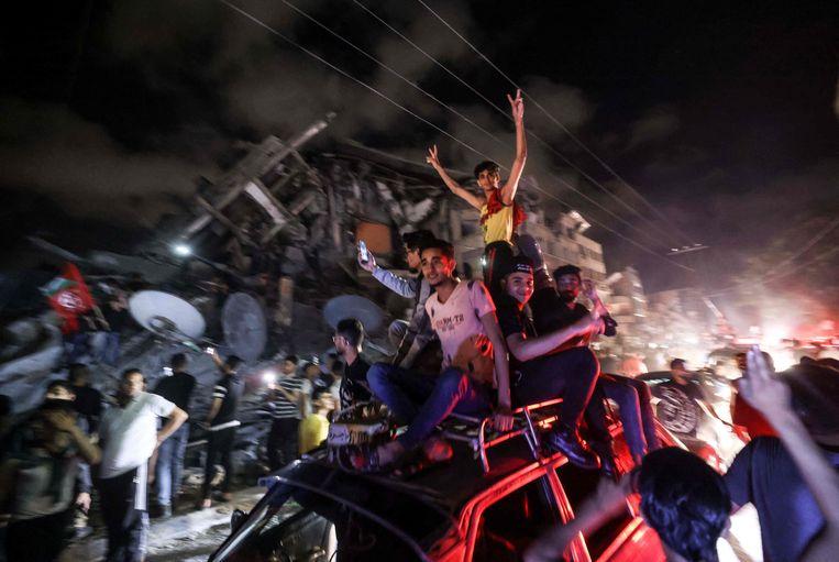 Palestijnen vieren de wapenstilstand in Gaza. Beeld AFP