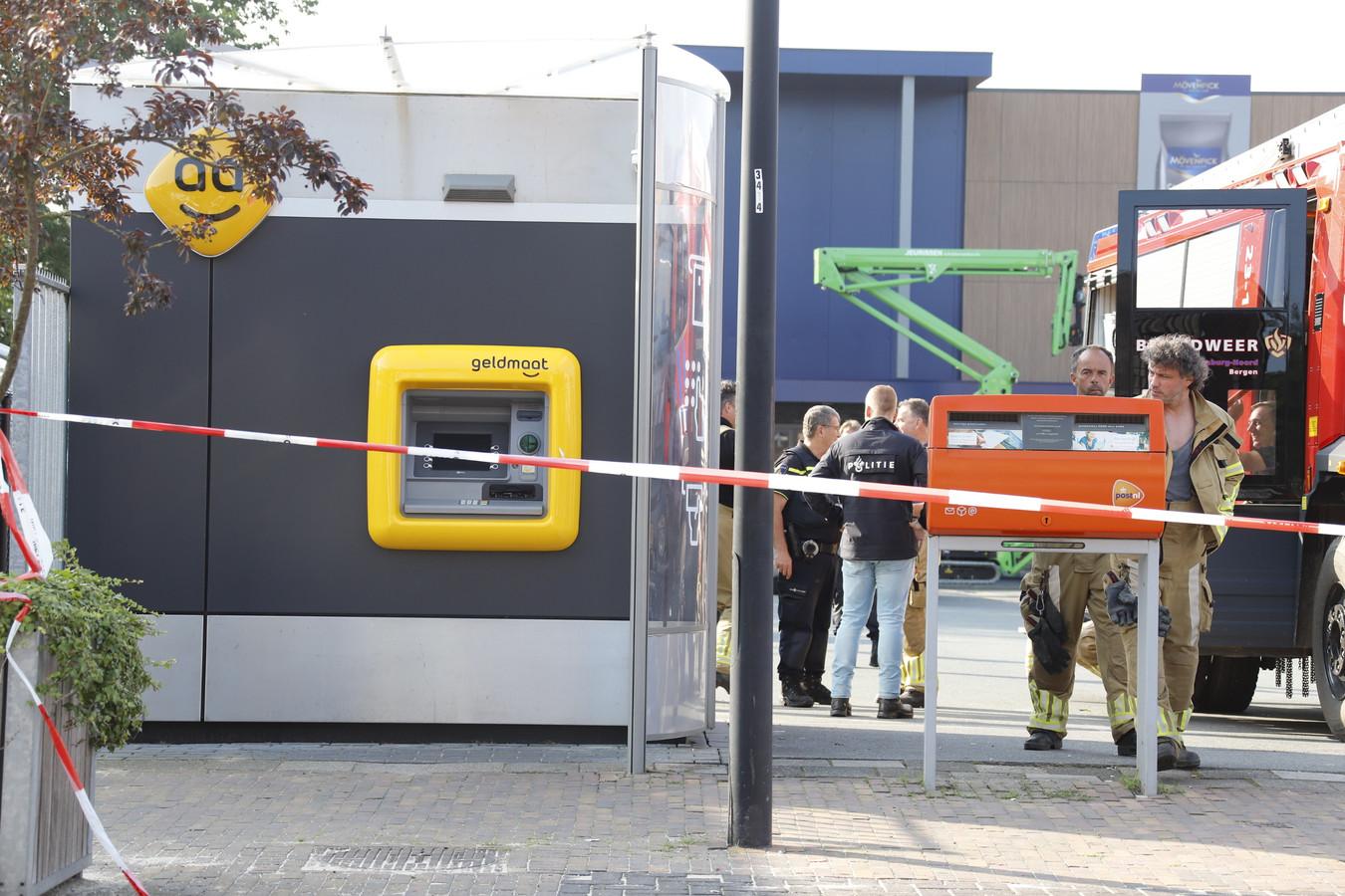 Bij de poging tot plofkrak in Siebengewald lijkt het ogenschijnlijk niet tot een ontploffing te zijn gekomen. De geldautomaat oogt nog intact.