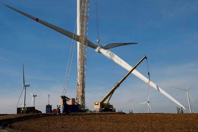 De bouw van een windturbine.
