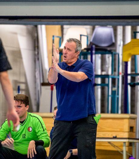 Feyenoord Handbal-coach Arjan Koster maakt zich zorgen nu er een streep door de competitie is gezet