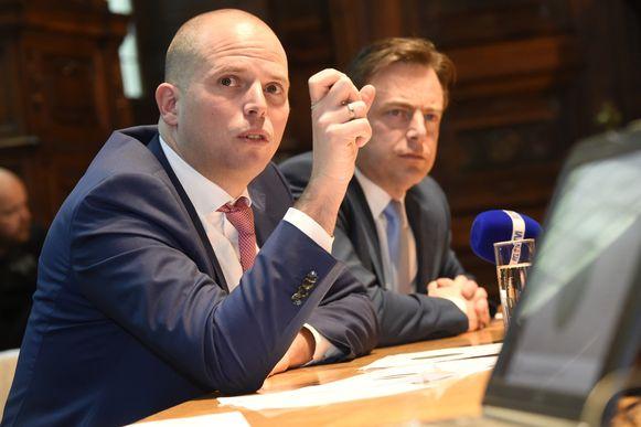 Voormalig staatssecretaris Theo Francken en N-VA-voorzitter en burgemeester van Antwerpen Bart De Wever.
