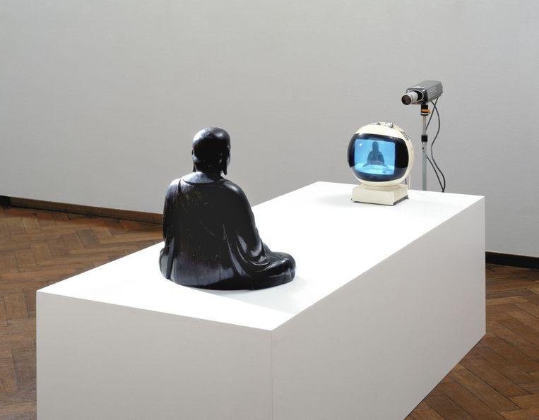 'TV buddha' van Nam June Paik, te zien in het Stedelijk Museum. Beeld Stedelijk Museum