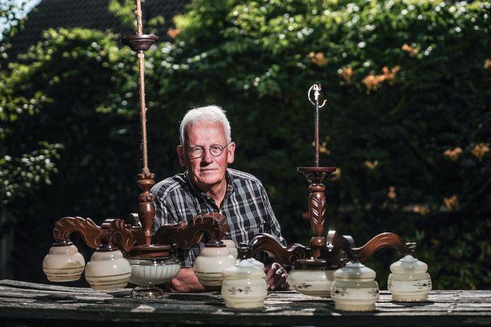 Ruud Elderink met zijn lampen.