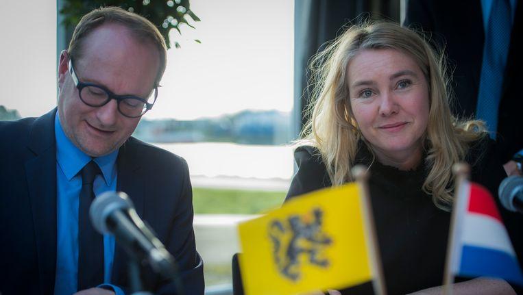 Vlaams minister van Mobiliteit Ben Weyts en zijn Nederlandse collega van Infrastructuur Melanie Schultz van Haegen.