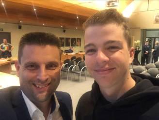 Burgemeesters poseren met Roubaix-held Florian Vermeersch op politieraad