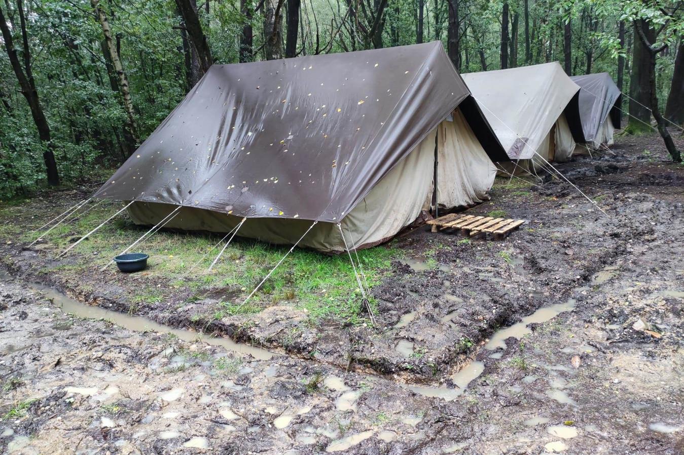 Het kampterrein van KSA Lede in het Limburse Zutendaal kreeg dinsdag een wolkbreuk te verwerken.