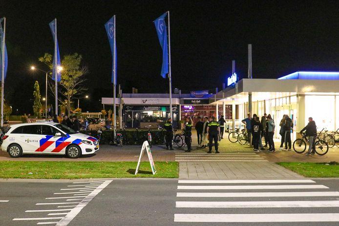 De politie veegde het gebied van de Albert Heijn schoon
