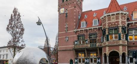 Het gemeentehuis in Zeist krijgt twee weken lang een bijzonder kleurtje...
