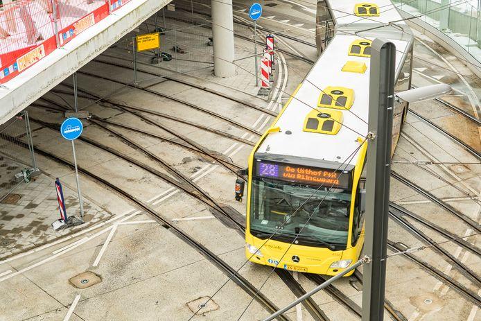 Het spoor voor de Uithoflijn in het stationsgebied ligt klaar.