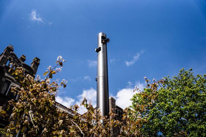 Een voorbeeld van de nieuwe modulaire lichtmasten voor de Arnhemse binnenstad. Deze staat in de Weverstraat.