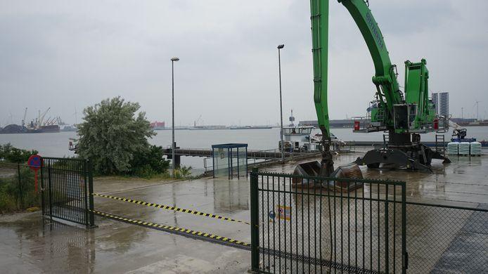 Saint-Gobain heeft een eigen aanlegsteiger voor binnenschepen waar de afgedankte gipsplaten gelost zullen worden.