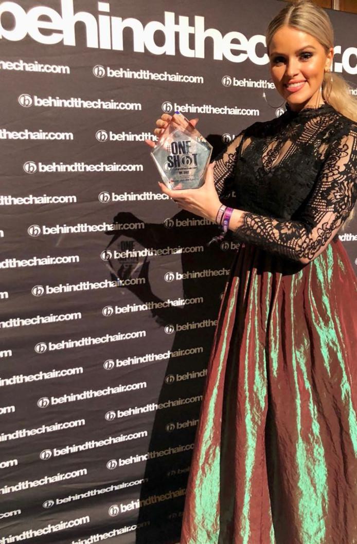 Nicole 33 Uit Enschede Wint Oscar Voor Kappers In Verenigde