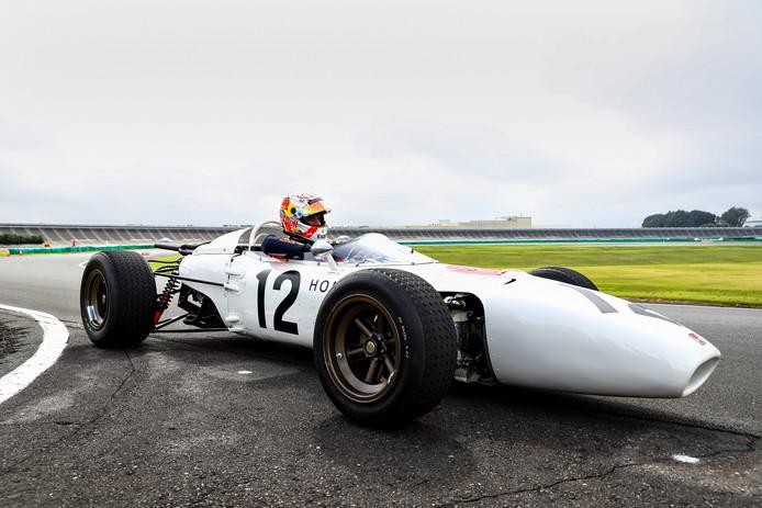 Verstappen genoot van zijn rondje in de eerste Formule 1-auto van Honda.