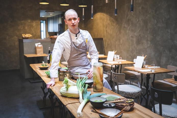 Chef Joël Rammelsberg tovert op basis van voedseloverschotten een heerlijk menu op tafel.
