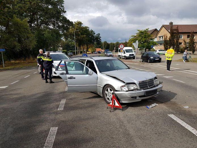 De Mercedes raakte zwaar beschadigd.