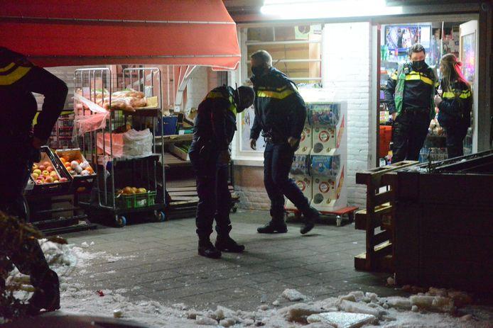 Avondwinkel overvallen aan de Schalk Burgerstraat.